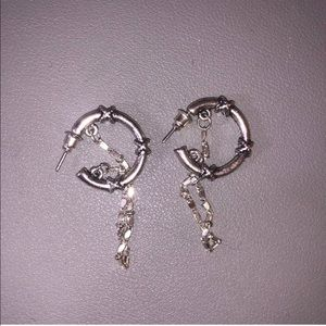 Hoop earings with chain